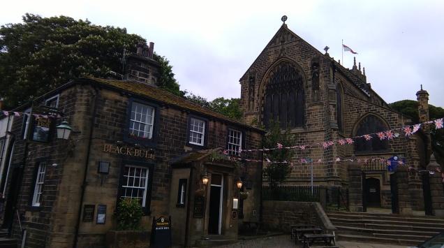 Un pub et l'église
